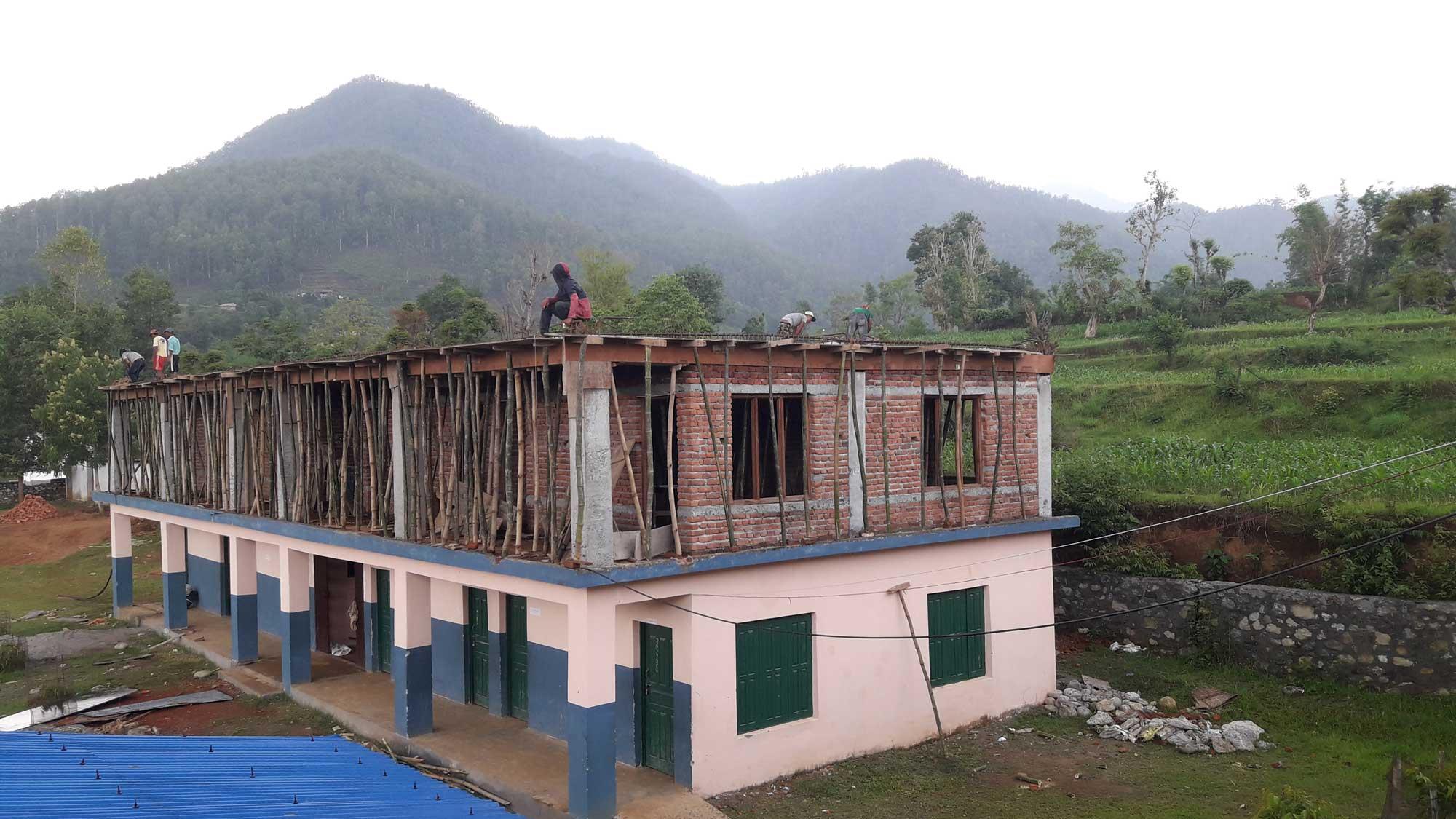Continua amb èxit la construcció de l'escola de Kyamin