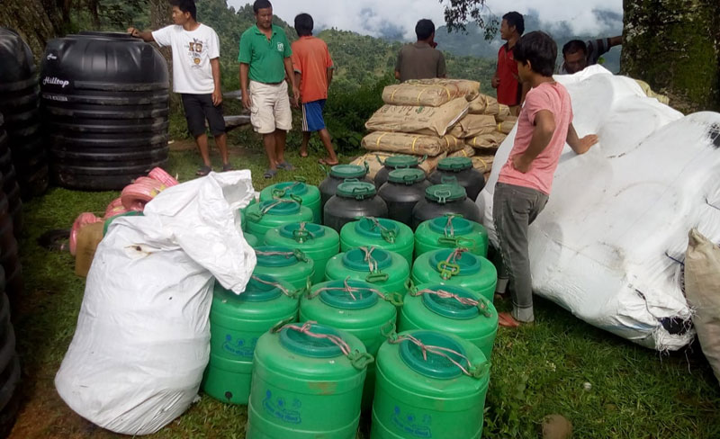 Subministramos materiales para el proyecto agrícola en Dhenung